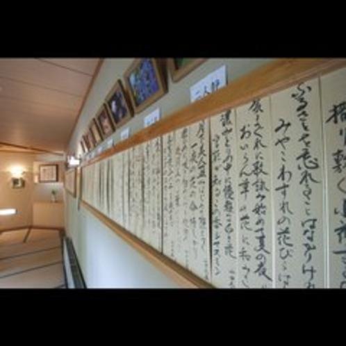 廊下に飾られた詩
