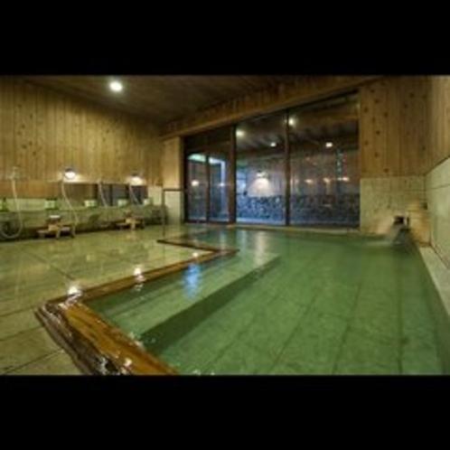 大浴場の温泉で旅の疲れを癒します