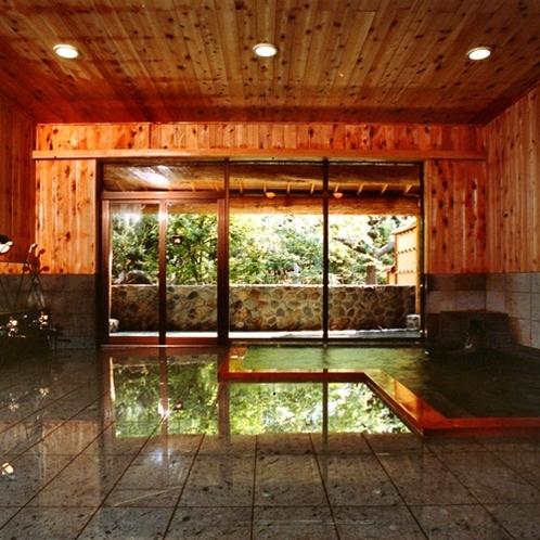青森ヒバと十和田石をふんだんに使った大浴場