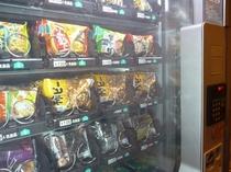 パンやスナックの自動販売機もございます!