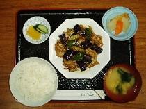 茄子と豚肉のガーリック炒め定食