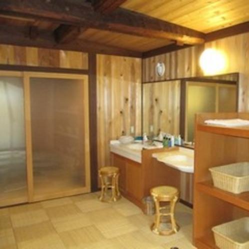 貸切風呂の脱衣所。タオル、アメニティーも揃っているので手ぶらでご利用OK♪