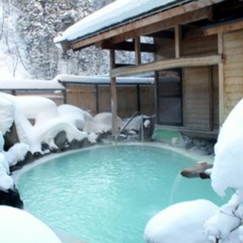 外は氷点下!とっても寒いですが、冬ならではの雪見風呂♪