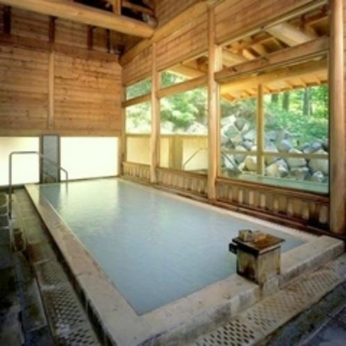 大浴場【湯元館・内湯】丸太梁が美しく交わる大浴場