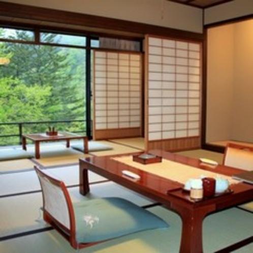 新館【介山荘 和室10畳間】離れの介山荘客室からは、四季折々の山の景色