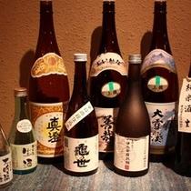 お料理と地酒に舌包み。地元産の日本酒、焼酎を揃えております♪