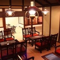 【ロビー】松本民芸家具で揃えられた落ち着いた雰囲気のロビー。朝刊のご用意もございます