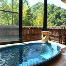 浴槽は重厚感のある陶器。プライベート感たっぷり♪白骨の自然を独り占め!(一例)