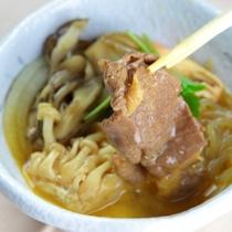 桜肉をすき焼き風でお召し上がり。馬肉の風味と肉質が卵と絡みます。