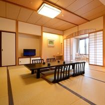 和室。数寄屋造りですべてのお部屋が摺上川に面し、窓を開けると川のせせらぎが気持良く聞こえてきます。