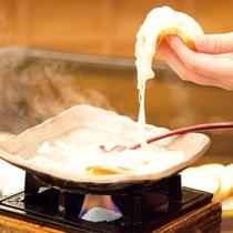ラクレット。とろ~りと溶けたチーズの食感が食欲を大いにそそります!