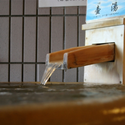 源泉のつぼ湯だ。ねぇ早く、入ろうよ。