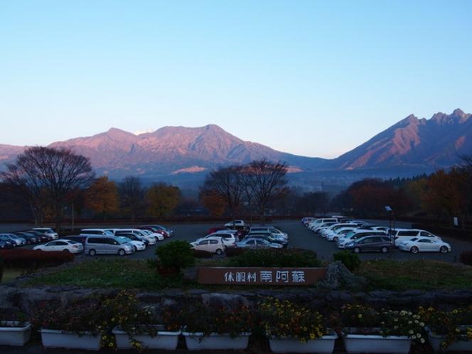 <冬>朝焼けがきれいな阿蘇山。寒い冬のご褒美♪