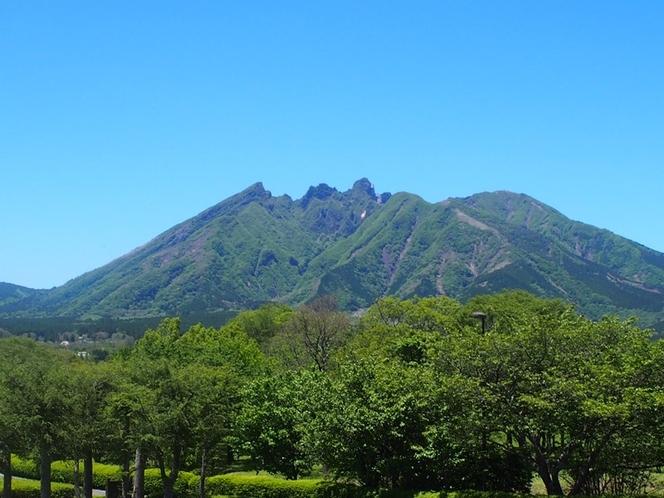 <夏・深緑の根子岳>夏の阿蘇は新緑がきれいで最高です!