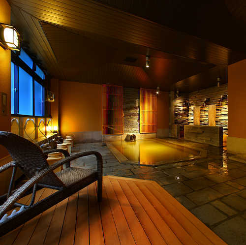 【岩根の湯】12年秋リニューアル。源泉に1番近く湯温も高いため、源泉の蒸気を利用した蒸し風呂もある。