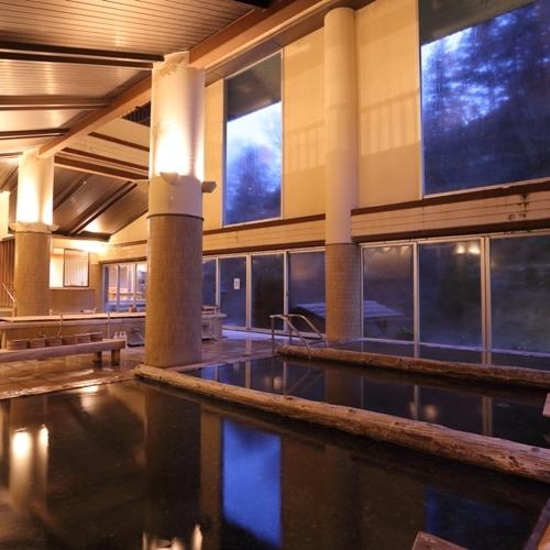 【大浴場 甍の湯】≪温泉大賞群馬県第5位≫高・中・低温の湯船がそろう。お好みの温度のお湯を楽しめる。