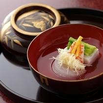 【お料理一例】四季折々のはしり、旬、名残の食材を使った月替わりの本格懐石料理。