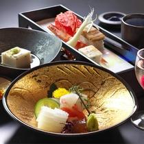 【お料理一例】日本の伝統を追求する料理人 峯田の走り、旬、名残の食材にこだわった月替わり懐石