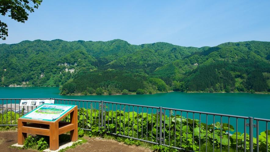 *美山湖(津軽ダムビューパーク)/湖面と白神の山々が見渡せるビューポイントです。