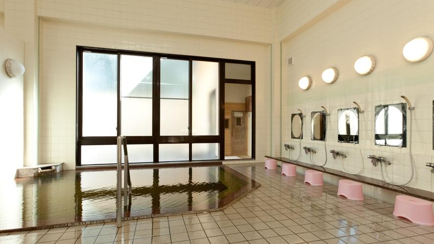 *温泉湯めぐり/「大石温泉」平成13年改築の小奇麗な温泉。源泉かけ流しのつるつるとしたお湯が特徴。