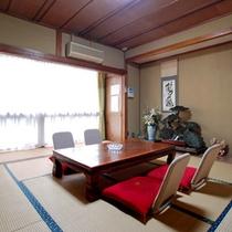 *客室一例/落ち着いた雰囲気の和室。ゆったりとお過ごしください。