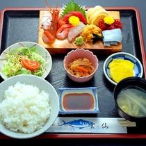 *刺身定食(上)/通常の刺身定食よりも、品数の多い贅沢な定食♪