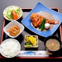 *煮魚定食/しっかりと味の染み込んだ煮魚をご賞味ください。