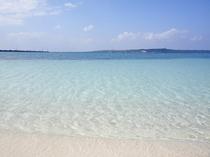 【パイナガマビーチ】市街地にあり島民にも観光客にも人気がある海の透明感度が高いビーチです。