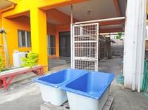 【設備】ダイビング機材の洗い場と干場を完備