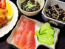 【夕食】沖縄県産魚刺身を堪能できます