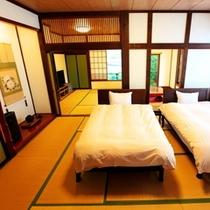 和洋室22畳三間 - ベッドルーム8畳の他和室6畳、堀りごたつの間6畳の三間続きです。