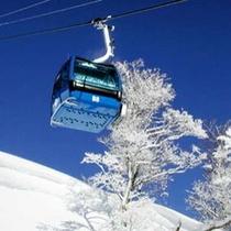 【周辺観光】日本最大級のビッグゲレンデ苗場スキー場の「ドラゴンドラ」
