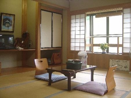 奥利根の四季を感じる和室(8~10畳)