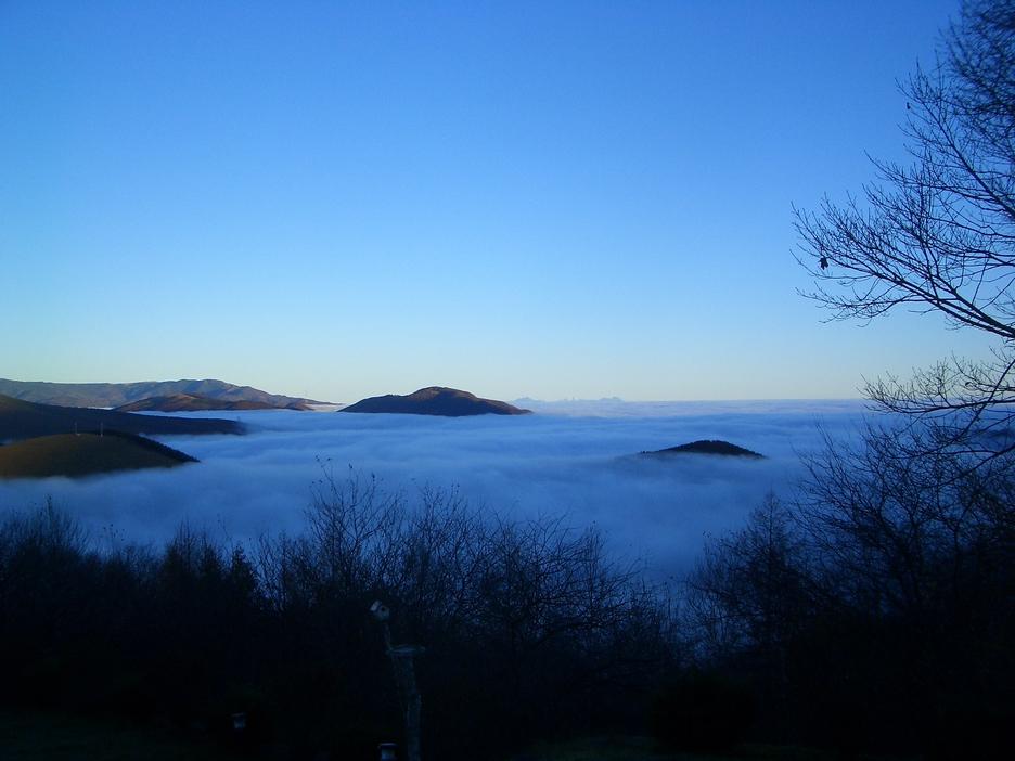 部屋からの白樺湖を覆う雲海を眺めて!