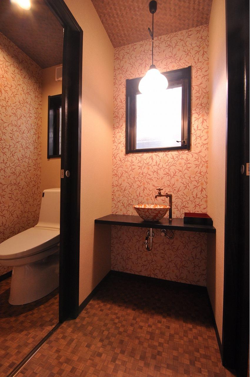 女性用トイレ 1階
