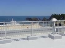 当宿の屋上から「越前松島」を望む