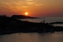 雄島に沈む夕日<宿の客室から撮影>