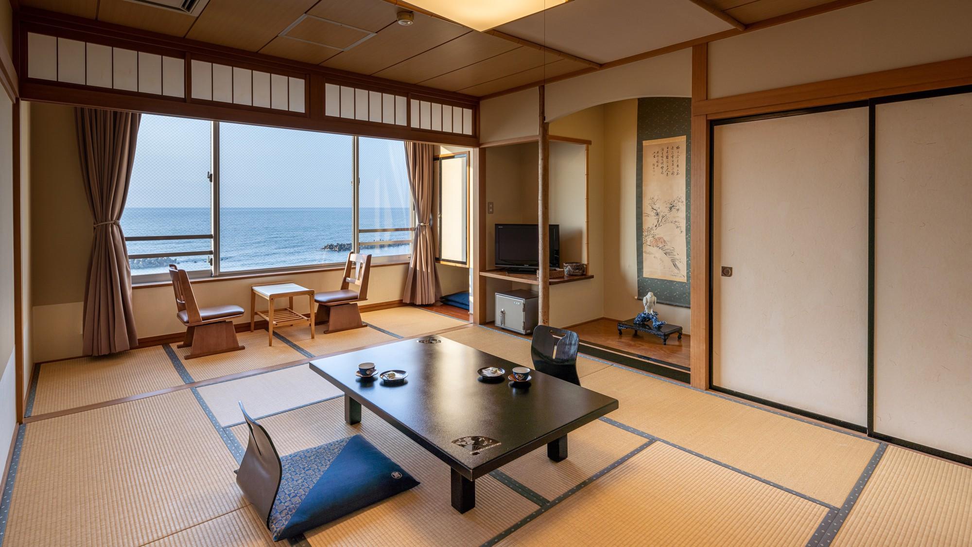 ■【和室10畳一例】箱庭のように目の前に広がる日本海をひとりじめのさわやか空間。(全室禁煙)