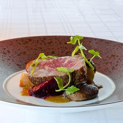 水盤テラスの絶景レストランでグローバル洋食料理を「スタンダードディナーコース」