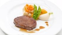 「メインダイニングルーム  ソルビエ」お肉料理(一例)