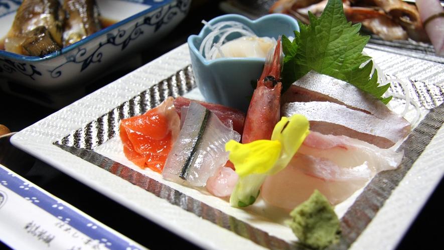 *おまかせ夕食(一例)地元ならでは!新鮮なお刺身もご用意しております。