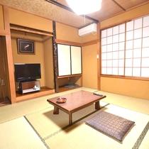 *【本館6畳】本館2Fにある客室。シンプルなつくりの客室は1~3名さま用。バス・トイレは付いていませ