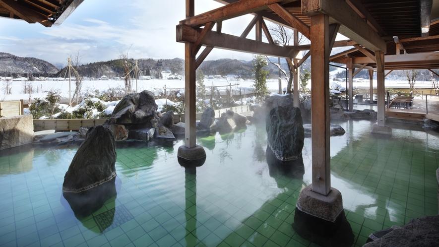 冬は雪見風呂で身体の芯まで温まり下さいませ^^