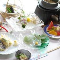 *【夕食一例】季節替わりで『鮎料理』を中心に、ふっくら釜飯など約10品の内容!