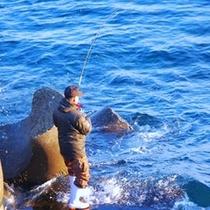 秋にはサケ釣りを目的に大勢の釣り人が利尻にいらっしゃいます。