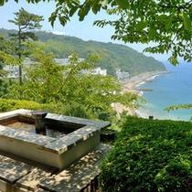 *足湯「晴海」からの眺め。目の前に広がる相模湾と伊豆大島をお楽しみ下さい。