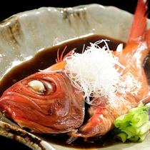 追加料理の金目鯛煮付け。こわだりの一品です