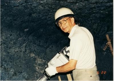 岩窟風呂は初代当主がドリル1本で掘り上げました