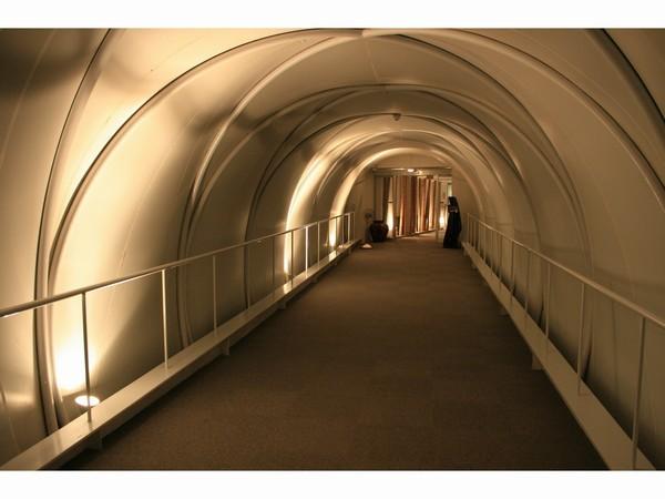宿泊棟とロビーを結ぶ渡り廊下