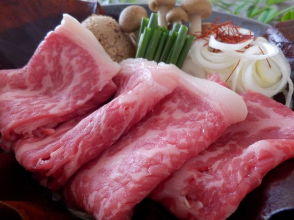 富士山麓の自然で育った風味豊かで柔らかな肉質の和牛です。